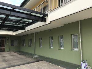 本日、新築工事老人ホーム外壁塗装及びT様邸外壁上塗り塗装を行いました。
